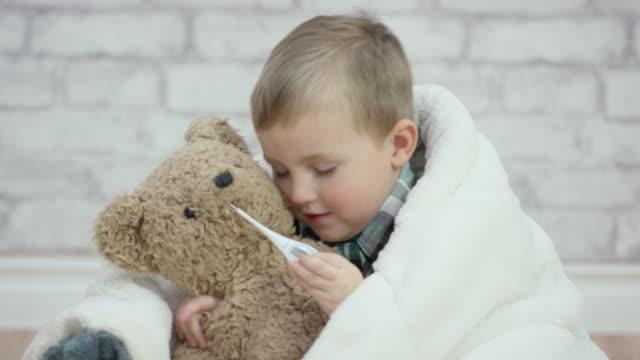 vídeos de stock e filmes b-roll de temporada de gripe - teddy bear