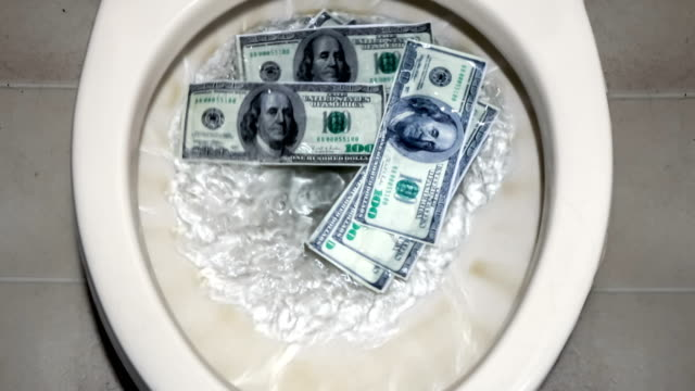 flushing money down the toilette - bankrott stock-videos und b-roll-filmmaterial