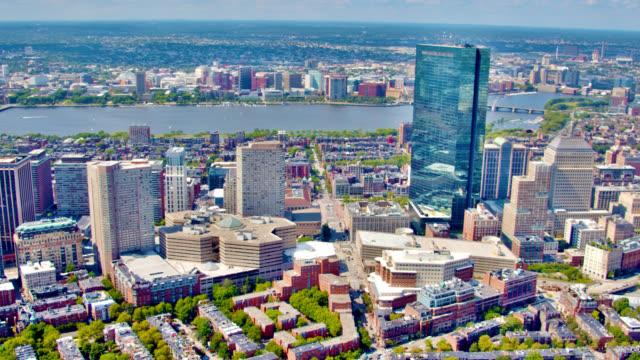 Fliegen Sie über Financial Downtown von Boston – Video