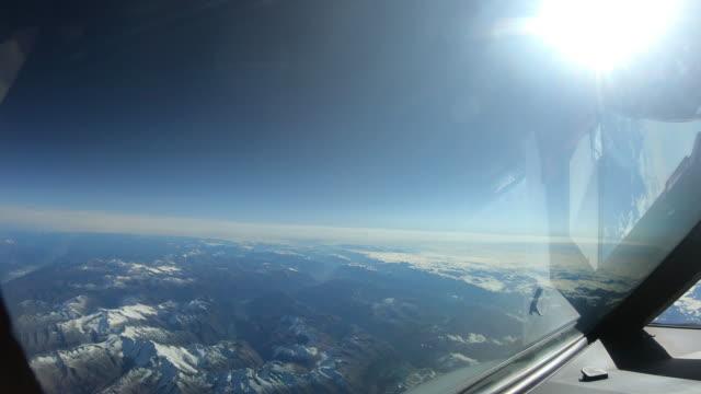 Voe sobre a Groenlândia com avião - vídeo