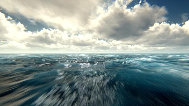 vídeos de stock e filmes b-roll de voar sobre o mar agitado - maré