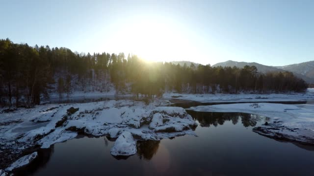 vídeos de stock e filmes b-roll de fly over the winter lake at sunset - sibéria