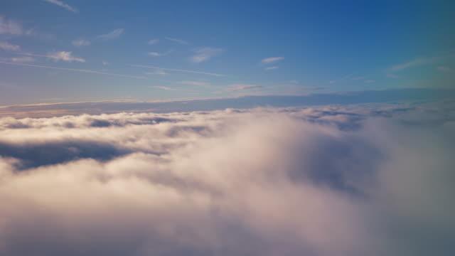 vídeos de stock e filmes b-roll de voar acima das nuvens, - above the clouds