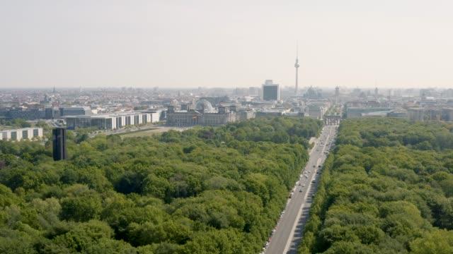 vídeos y material grabado en eventos de stock de volando por encima de tiergarten - berlín