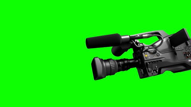 ビデオカメラの画面に、レンズからの 4 k. フライング。あなたのビデオへの移行として便利です。レンズ、画面とカメラ アルファ マットが含まれています。 - レポートのビデオ点の映像素材/bロール