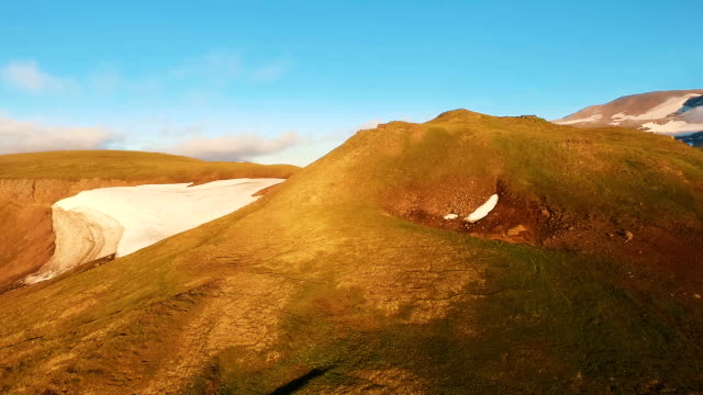 flying hills and mountains. the snow is melting in the mountains. it appears green. - inghilterra sud orientale video stock e b–roll
