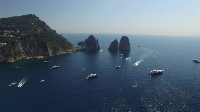 flying in capri island, italy - средиземноморская культура стоковые видео и кадры b-roll