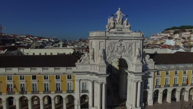 vídeos de stock e filmes b-roll de flying in praca do comercio, lisboa, portugal - lisbon