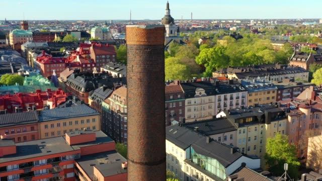 vidéos et rushes de voler au-dessus du centre de stockholm, près de gotgatan, sodermalm - carte europe