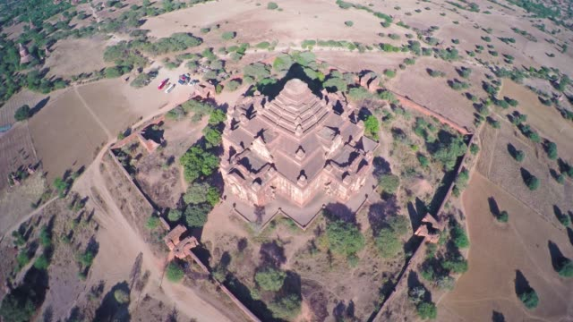 Flying over Dhammayangyi Pagoda in Bagan 4k Flying over Dhammayangyi Pagoda and Temples in Bagan, Myanmar (Burma), 4k bagan stock videos & royalty-free footage