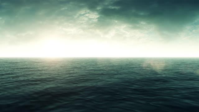 Uçan üzerinde yeşil okyanus güneş ışığı ile video