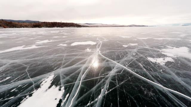 fliegen über lake baikal - schneeflocke sonnenaufgang stock-videos und b-roll-filmmaterial