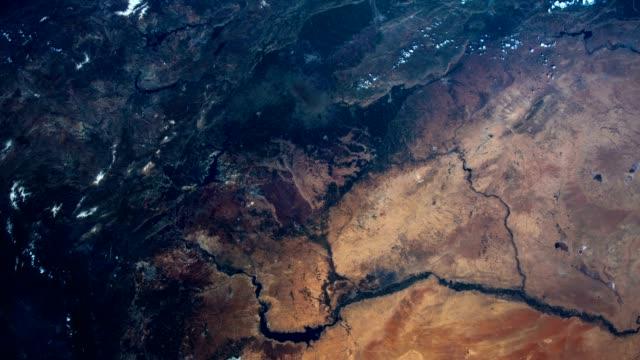 Flug über die Erde auf der ISS. Luftaufnahme aus dem Weltraum. Elemente des Bildes von der NASA eingerichtet. – Video