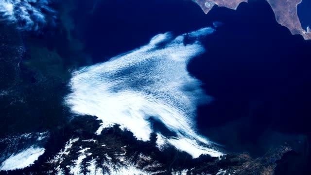Flug über die Erde auf der ISS. Rundflug über die Wüste, aerial Blick aus dem Weltall. – Video