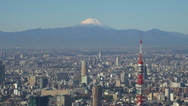 stockvideo's en b-roll-footage met flying over tokio met uitzicht op tokyo tower en mount fuji. - tokio kanto