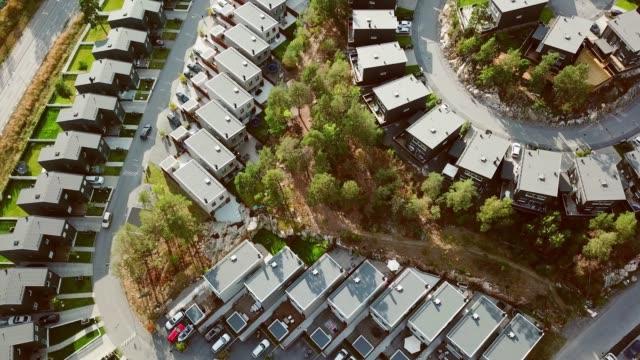 flygande över villaområde, morgon, kista, stockholm - stockholm bildbanksvideor och videomaterial från bakom kulisserna