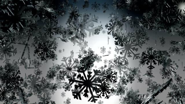 vídeos de stock, filmes e b-roll de voando neve no escuro - clipe