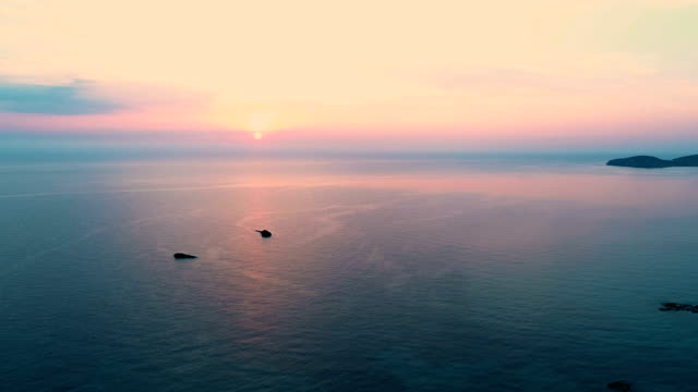 vídeos de stock e filmes b-roll de flying sunset - ibiza