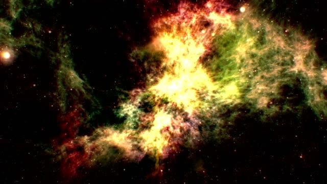 durch multi-farbigen nebel zu fliegen - cosmic abstract background with stock-videos und b-roll-filmmaterial