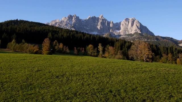 aerial: flying towards the sunny mountains - delstaten tyrolen bildbanksvideor och videomaterial från bakom kulisserna