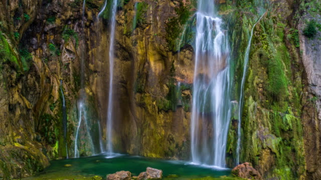 flying up the waterfall - plitvice lakes national park - национальный парк плитвицкие озёра стоковые видео и кадры b-roll