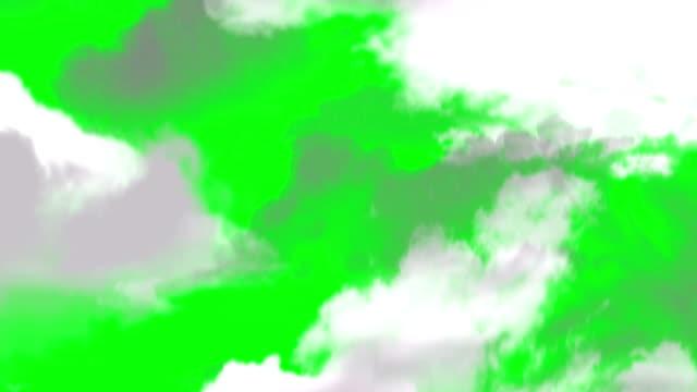 vídeos de stock e filmes b-roll de a voar através das nuvens sobre um fundo verde de ecrã - super hero