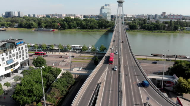 flyover stadtautobahn mit ufo buiding - slowakei stock-videos und b-roll-filmmaterial