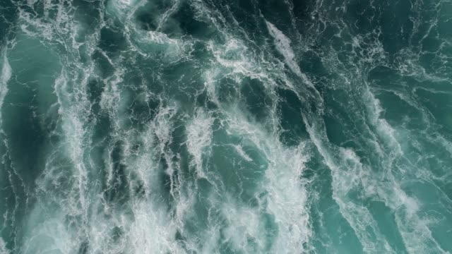 foaming and splashing ocean surf. - in cima video stock e b–roll