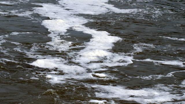 Schäumende Wasser Nahaufnahme – Video