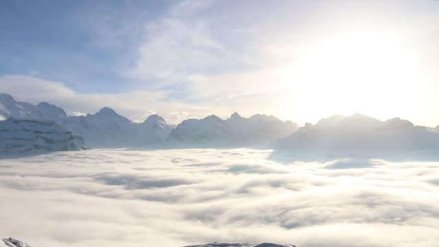 dimma bank lyfter från dalen botten, vinter snö - grindelwald bildbanksvideor och videomaterial från bakom kulisserna