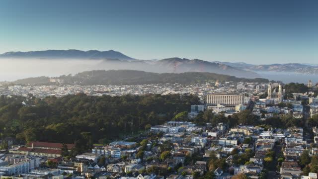 샌 프란 시스 코-공중으로 압 연 하는 안개 은행 - 지역 유형 스톡 비디오 및 b-롤 화면