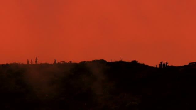 vídeos de stock e filmes b-roll de nevoeiro hill - apocalipse