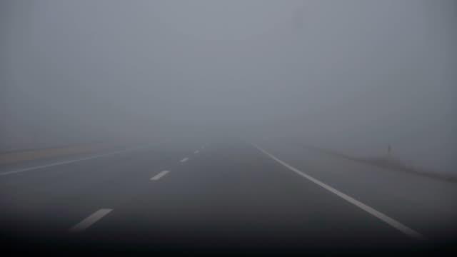 foggy road - lungo video stock e b–roll