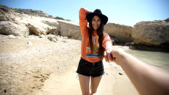 follow me to a rocky coastline. sunny day at the beach - podążać za czynność ruchowa filmów i materiałów b-roll