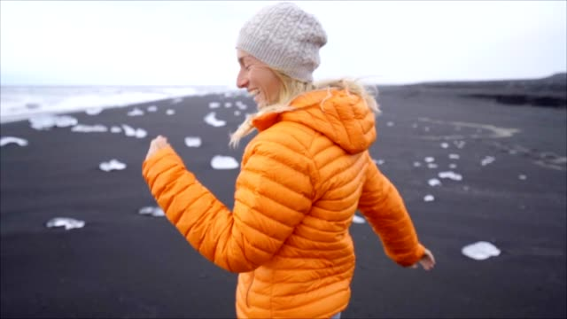 Follow me to concept- girl leading boyfriend to Diamond's beach in Iceland video