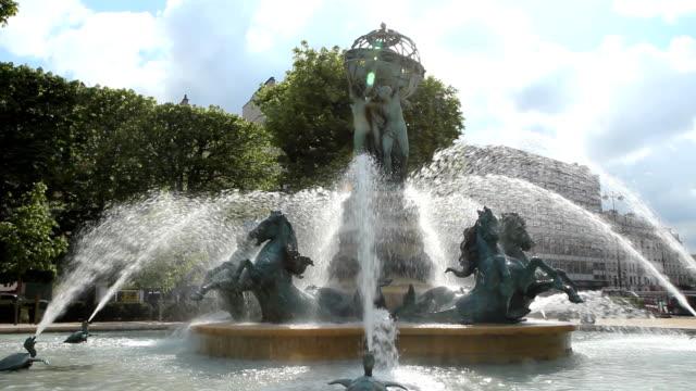 fontaine de l'observatoire. - paris fashion stock videos & royalty-free footage