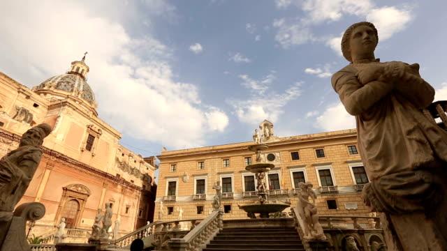 fontana di piazza pretoria pretoria - palermo città video stock e b–roll