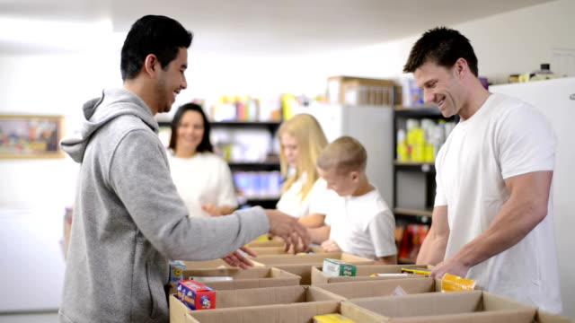 vídeos y material grabado en eventos de stock de banco de alimentos - charity