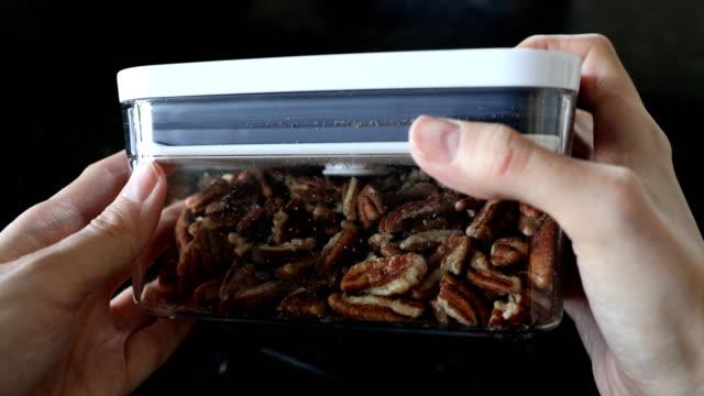 mat i skafferi - inside pantry grocery cupboard bildbanksvideor och videomaterial från bakom kulisserna
