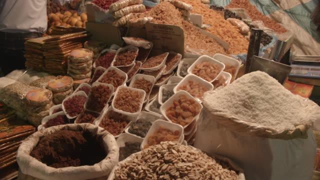 mat, sharia el souk, aswan, egypten - egyptisk kultur bildbanksvideor och videomaterial från bakom kulisserna