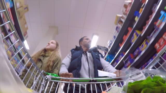 Alimentos compras con papá - vídeo