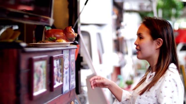 stockvideo's en b-roll-footage met food truck - foodtruck