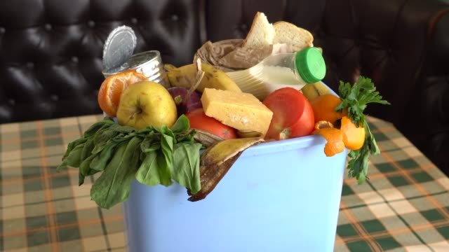 food waste in trash can. food waste is an urgent global problem - cibi e bevande video stock e b–roll