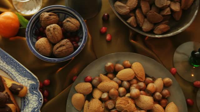 cibo, inverno tabella fo - christmas table video stock e b–roll