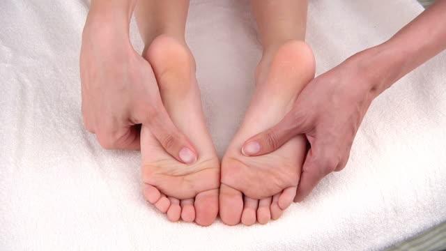 foot massage - massageterapeut bildbanksvideor och videomaterial från bakom kulisserna