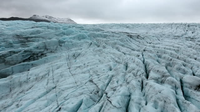 footage - aerial view of the glacier in iceland - ледник стоковые видео и кадры b-roll