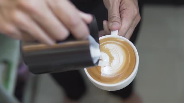 footage b-roll barista making hot coffee latte art. - barista filmów i materiałów b-roll