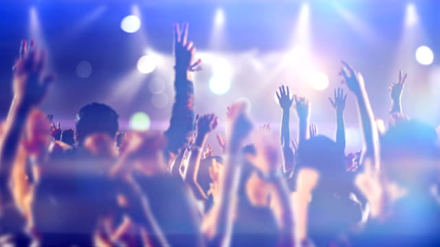 vídeos de stock e filmes b-roll de footage of a crowd partying, dancing slow motion at a concert - atuação