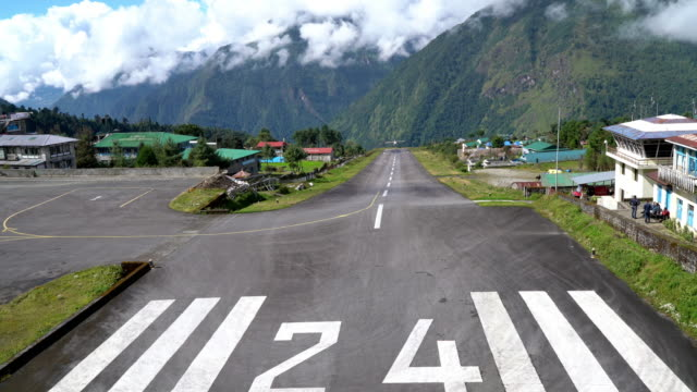 4K UHD Footage of twin-engine short-range plane landing at the runway of world's most dangerous airport in Lukla,Nepal. Tenzing–Hillary Airport at altitude 2,845 m 4K UHD Footage of twin-engine short-range plane landing at the runway of world's most dangerous airport in Lukla,Nepal. Tenzing–Hillary Airport at altitude 2,845 m airfield stock videos & royalty-free footage