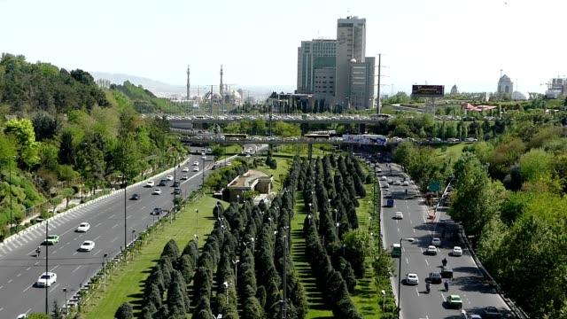 視頻交通採取從 tabiat 橋在德黑蘭,伊朗 - 德黑蘭 個影片檔及 b 捲影像